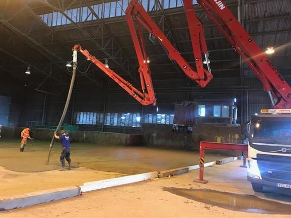 Gjutning av nytt stålfiber förstärkt golv i sorteringsanläggning