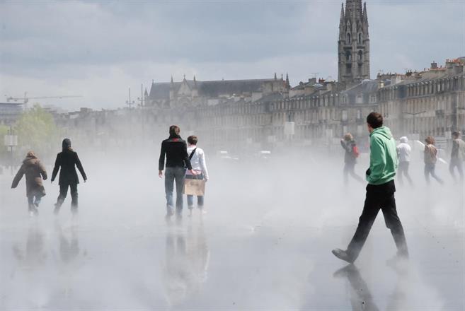 Vattenspegeln i Bordeaux, Frankrike.