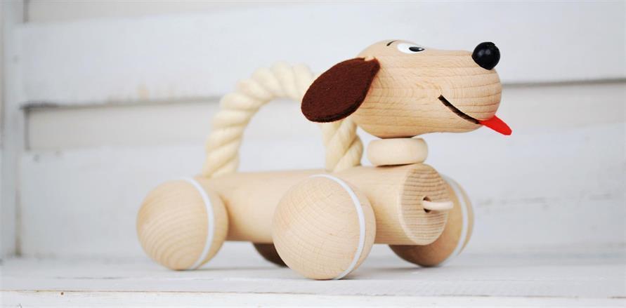 Körleksak Dogge  - framtagen i samarbete med tjeckisk leverantör