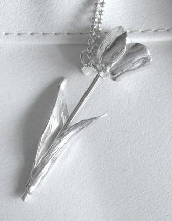 Tulpan i silverlera och smide.