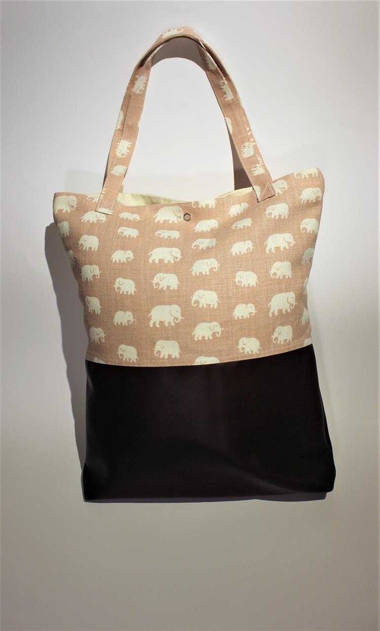 Väska i ljusrosa tyg med elefanter