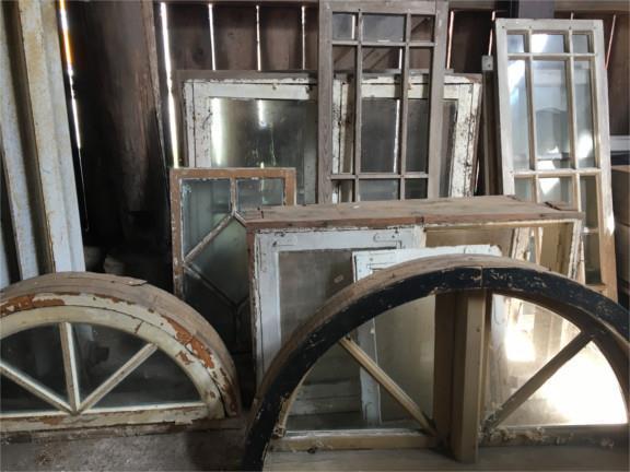 Gamla fönster till salu