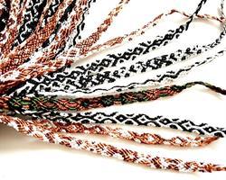 Makramé armband - Svart, brun & vit mix (50 pack)