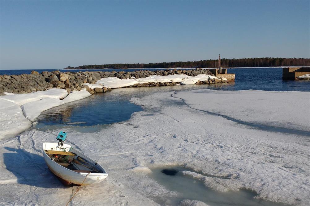 Isekan uppdragen i hamnen på Hastaskärsgrund.