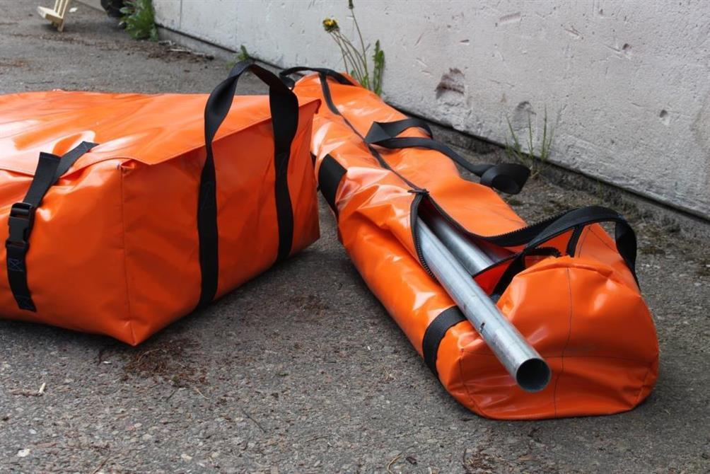 Tåliga väskor till partytältsdelar, den ena är 2 m lång och den andra 60x60 cm (Steneby)