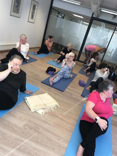 Yoga på Hinnasenteret